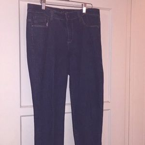 GUC🍀NEW YORK AND COMPANY LOW RISE CROP JEANS